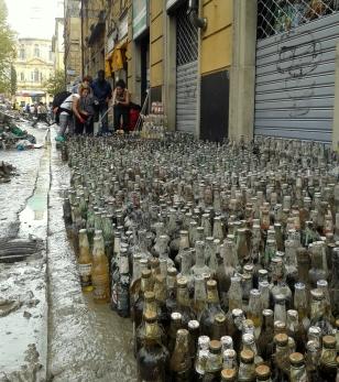 alluvione e bottiglie